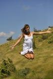 美好妇女跳跃 免版税库存照片