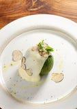 美好用餐,被充塞的绿色南瓜用山羊乳干酪 免版税库存照片