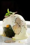 美好用餐,被充塞的绿色南瓜用山羊乳干酪 免版税库存图片