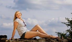 美好白肤金发女孩微笑少年 图库摄影