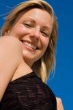 美好白肤金发模型微笑 免版税库存图片