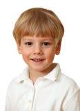 美好白肤金发男孩微笑 免版税库存照片