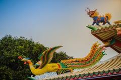 美好的中国龙带头的独角兽和中国人菲尼斯stat 免版税库存照片