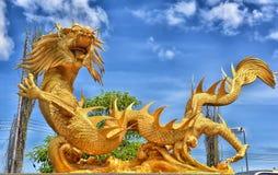 美好的中国龙雕塑 免版税库存照片