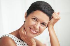 美好的中部年迈的妇女 免版税库存照片