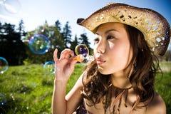美好的乐趣女孩夏天 免版税库存图片