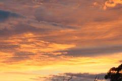 美好的云彩日落 库存图片