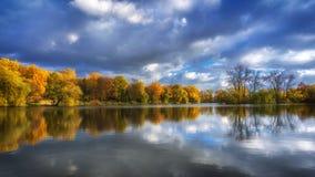 美好的五颜六色的秋天 免版税图库摄影