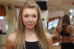 美好的健身女孩体操体育运动 免版税库存照片