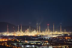 美好的全景工厂精炼厂视图 图库摄影