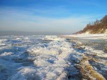 美好的冬天在波罗的海海岸,立陶宛冰 免版税图库摄影