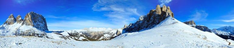 美好的冬天山全景。 免版税图库摄影