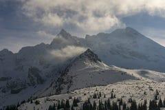 美好的冬天山风景 Tatry 波兰 免版税图库摄影