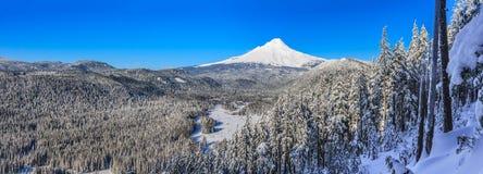 美好的冬天景色胡德山在俄勒冈,美国 免版税库存照片