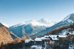 美好的冬天风景在阿尔卑斯,法国 免版税库存图片