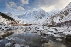 美好的冬天风景,阿尔泰山俄罗斯 免版税库存图片