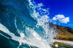 美好的冲浪的海洋背景大Shorebreak波浪 库存图片