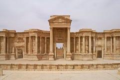 美好的剧院在扇叶树头榈古城在叙利亚 库存照片