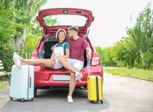 美好的加上手提箱为坐在车厢的夏天旅途包装了 免版税图库摄影