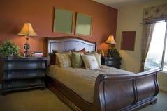 美好的卧室设计内部 免版税库存图片