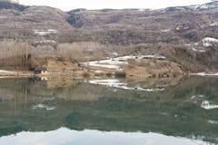 美好的反射在湖 雪山 时数横向季节冬天 免版税图库摄影
