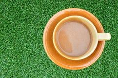 美好的咖啡杯深刻的草绿色 库存图片