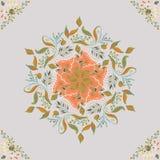 美好的圆花卉无缝的样式 装饰圆的鞋带例证 在轻的背景的百花香 免版税图库摄影