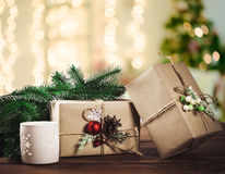 美好的圣诞节节日礼物购物背景 免版税库存照片