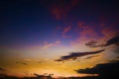 美好的在日落的cloudscape暮色天空 库存图片