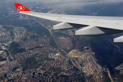 美好的场面飞行到伊斯坦布尔,土耳其里, 2016年 免版税库存图片
