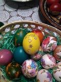 美好的复活节彩蛋不同颜色 库存图片