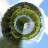 美好的夏天农村风景,微小的行星 免版税库存照片