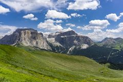 美好的夏天山横向 白云岩 意大利 免版税库存图片