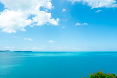 美好的夏天蓝天和白色云彩 库存照片