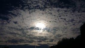 美好的多云天空风景背景 免版税库存图片