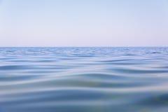 美好的大海表面 免版税库存照片