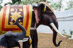 美好的大象雕塑 免版税库存照片