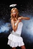 美好的天使她的魔术使用的妇女年轻&# 免版税库存图片