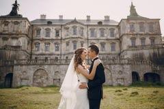 美好的夫妇婚礼 免版税库存照片