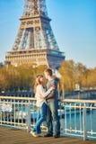 美好的夫妇浪漫的巴黎 库存照片