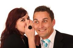 美好的夫妇秘密共享 免版税图库摄影