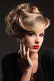 美好的头发设计 免版税库存照片