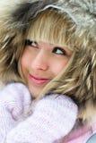 美好的女孩公园冬天 免版税库存照片