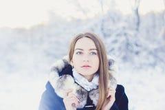 美好的女孩冬天 免版税图库摄影
