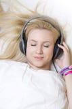 美好的女孩声音睡眠疗法 库存照片