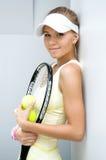 美好的女孩球拍网球 免版税库存图片