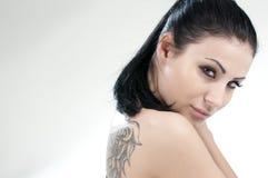 美好的女孩纵向纹身花刺 免版税库存照片