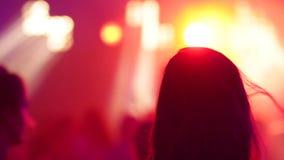 年轻美好的女孩跳舞在迪斯科 影视素材
