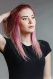 美好的女孩头发粉红色 免版税库存图片