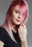 美好的女孩头发粉红色 库存图片